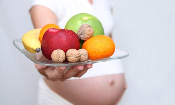 В какое время суток лучше есть фрукты беременным
