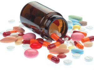 цветные таблетки и капсулы