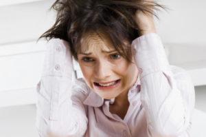 у девушки сильный стресс