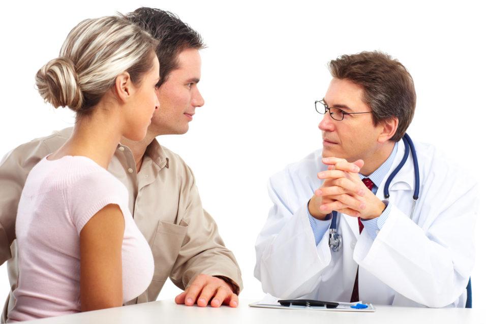 пара на консультации у врача
