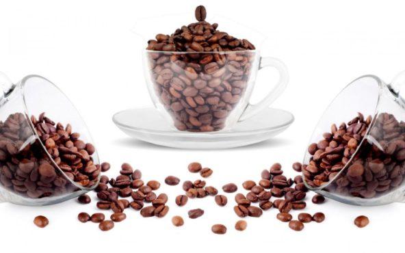 зерна кофе рассыпаны